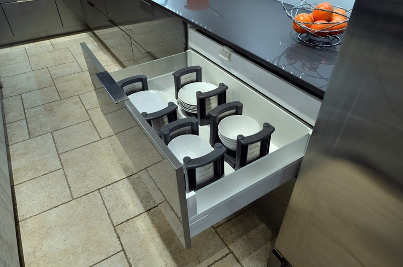 An ergonomic plate divider cabinet accessory