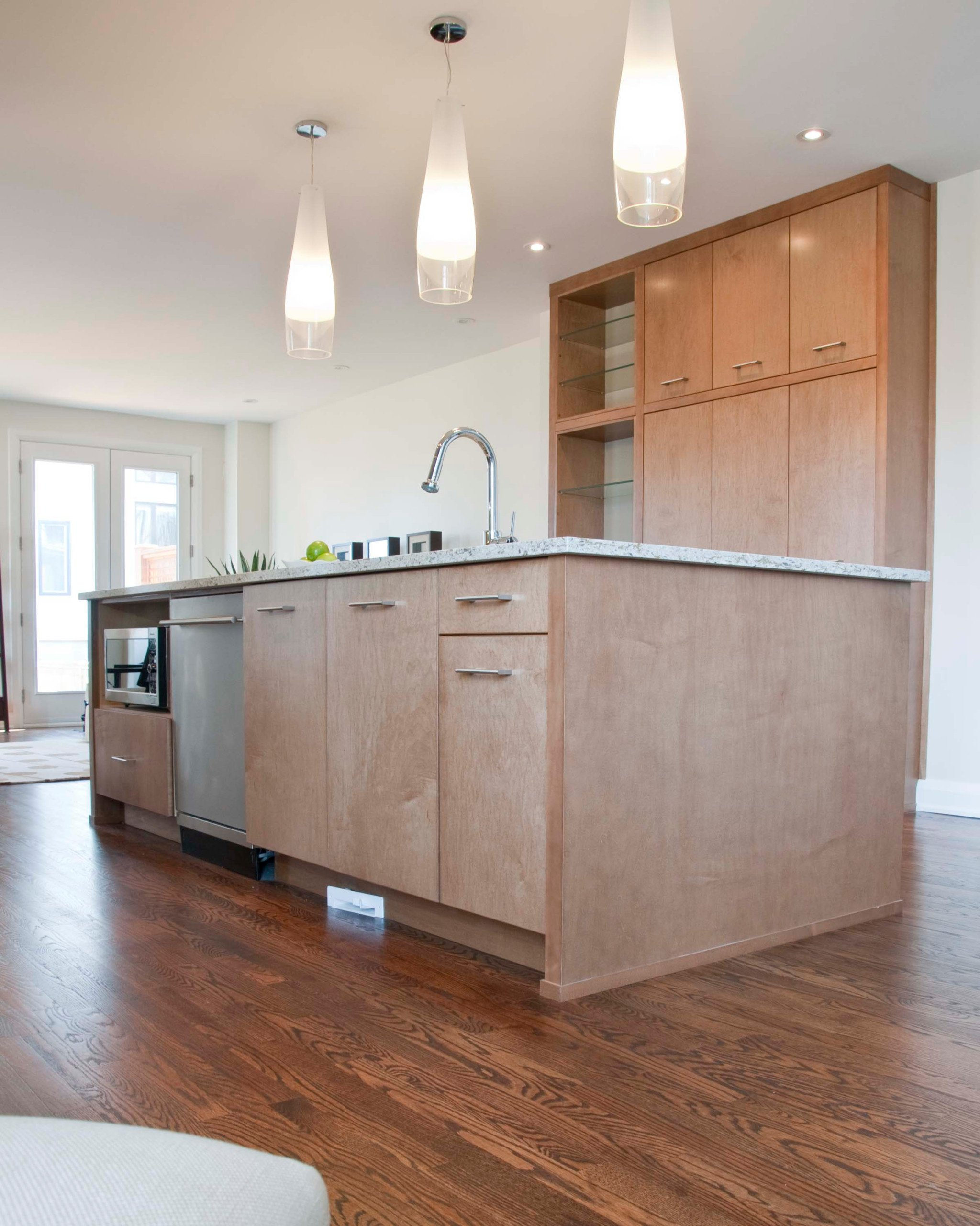 A kitchen island with classy bar pulls