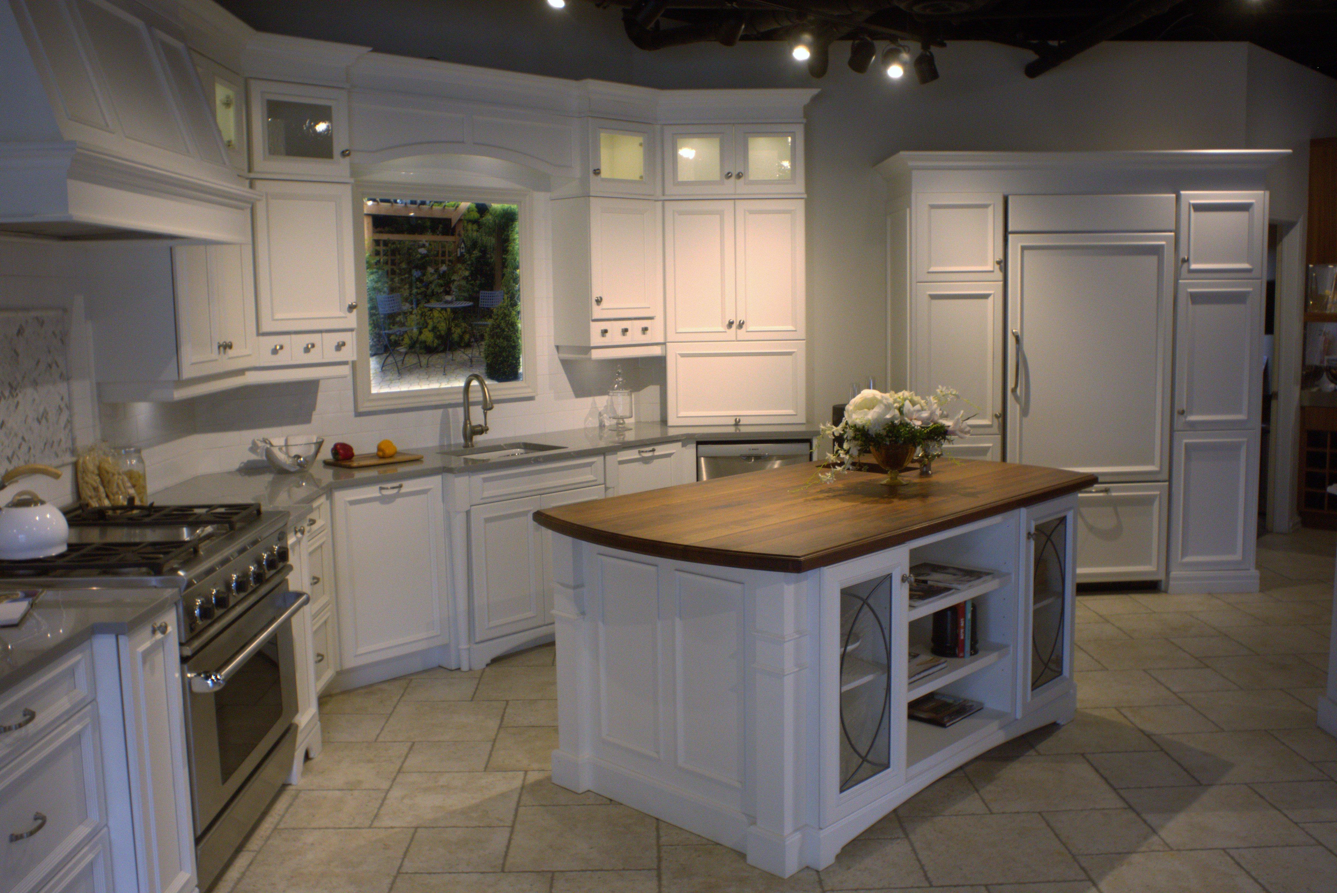 A model kitchen using the Inglefield door style.