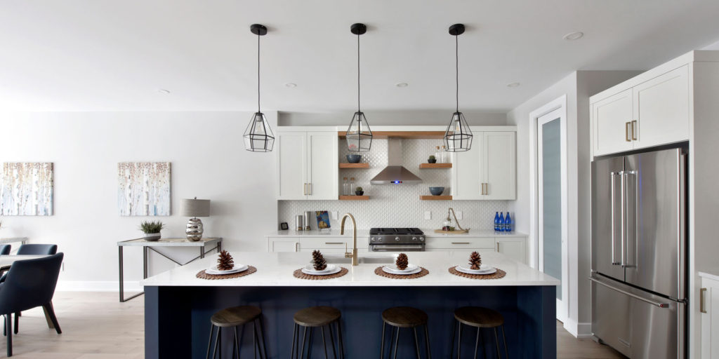 A two-toned kitchen design by Deslaurier
