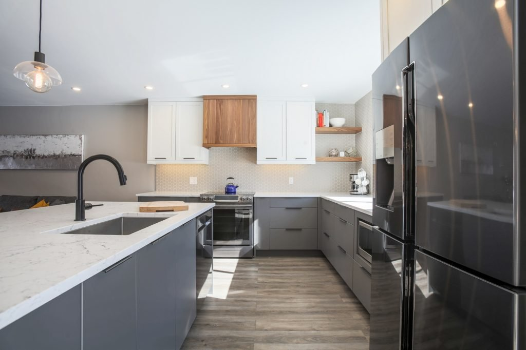 A kitchen with thermofoil base cabinets.