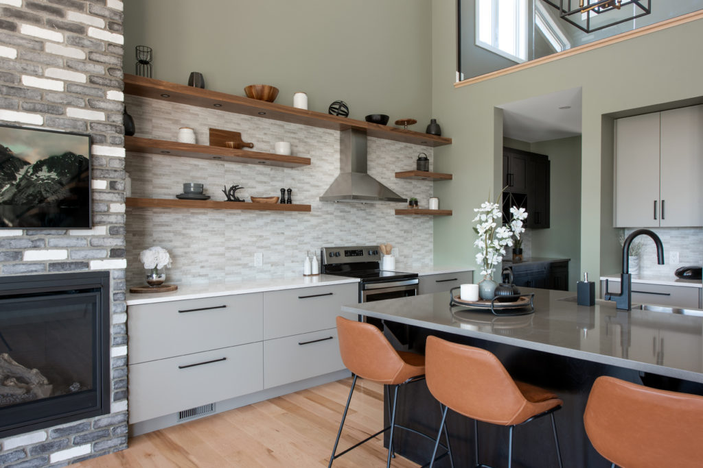 A kitchen with open shelving