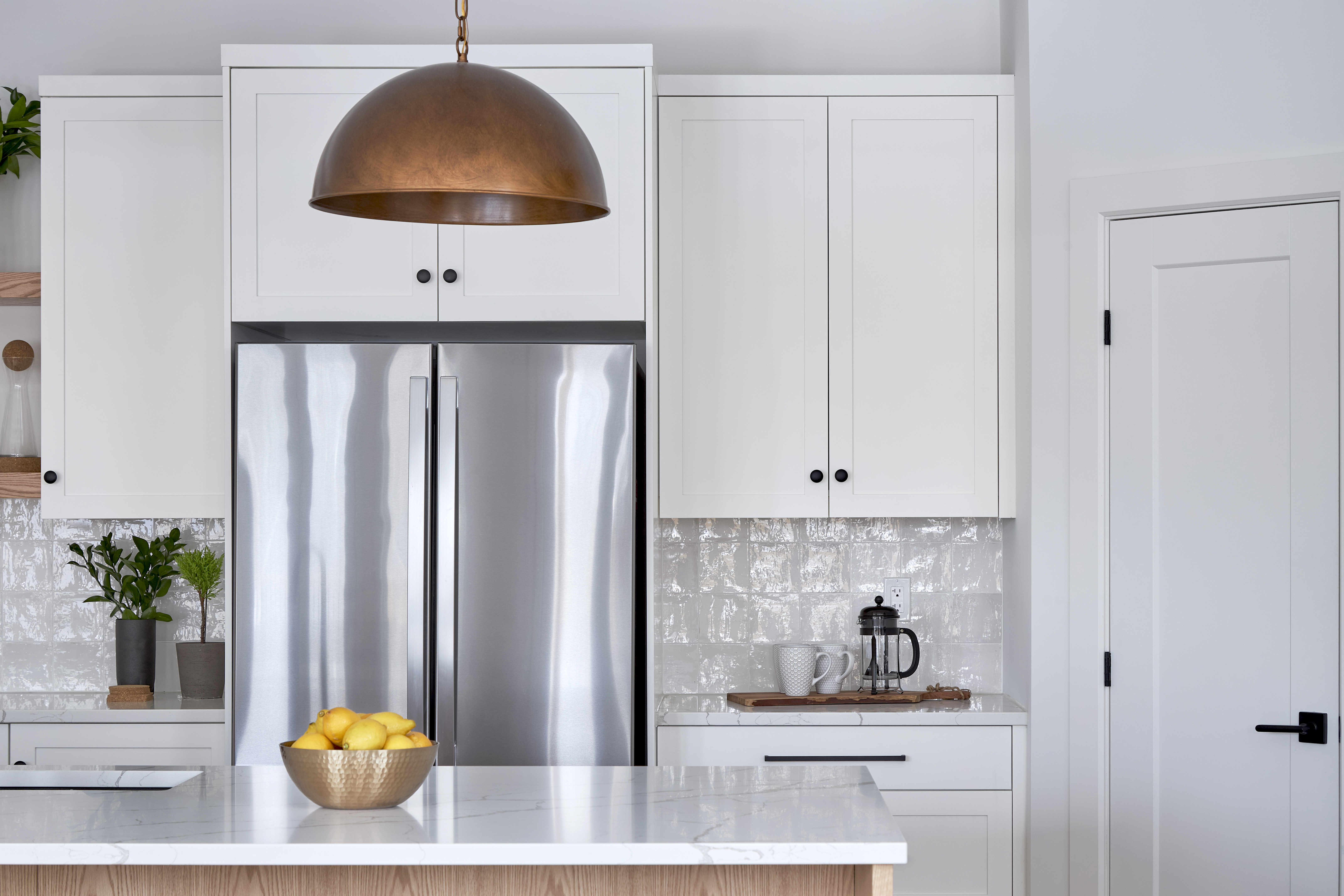 A Deslaurier kitchen with Classic White custom cabinets.