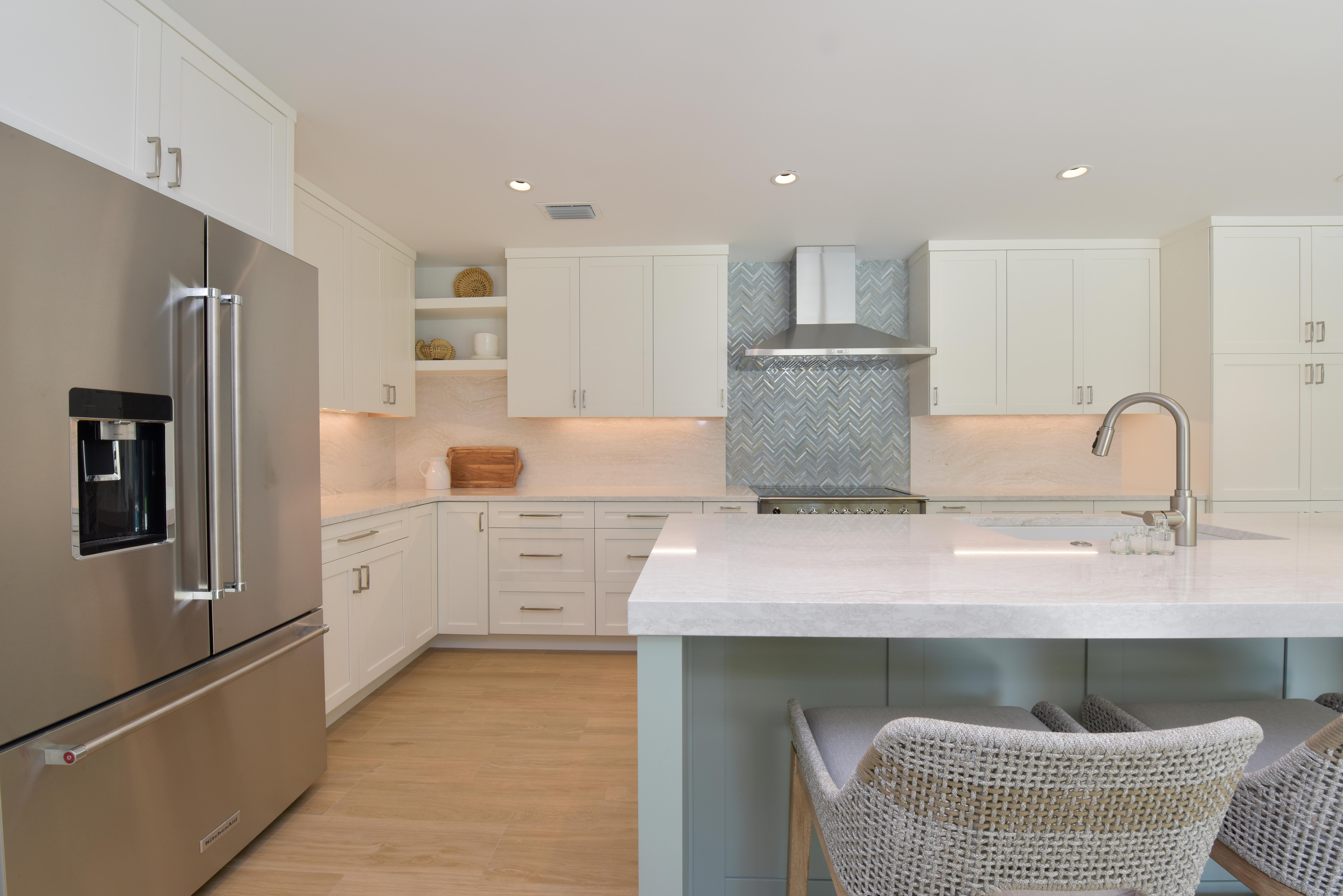 A kitchen with a tiled backsplash behind the stove.