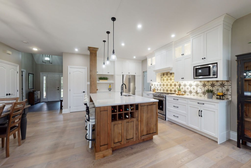 A kitchen with an open floor plan and lots of seating.