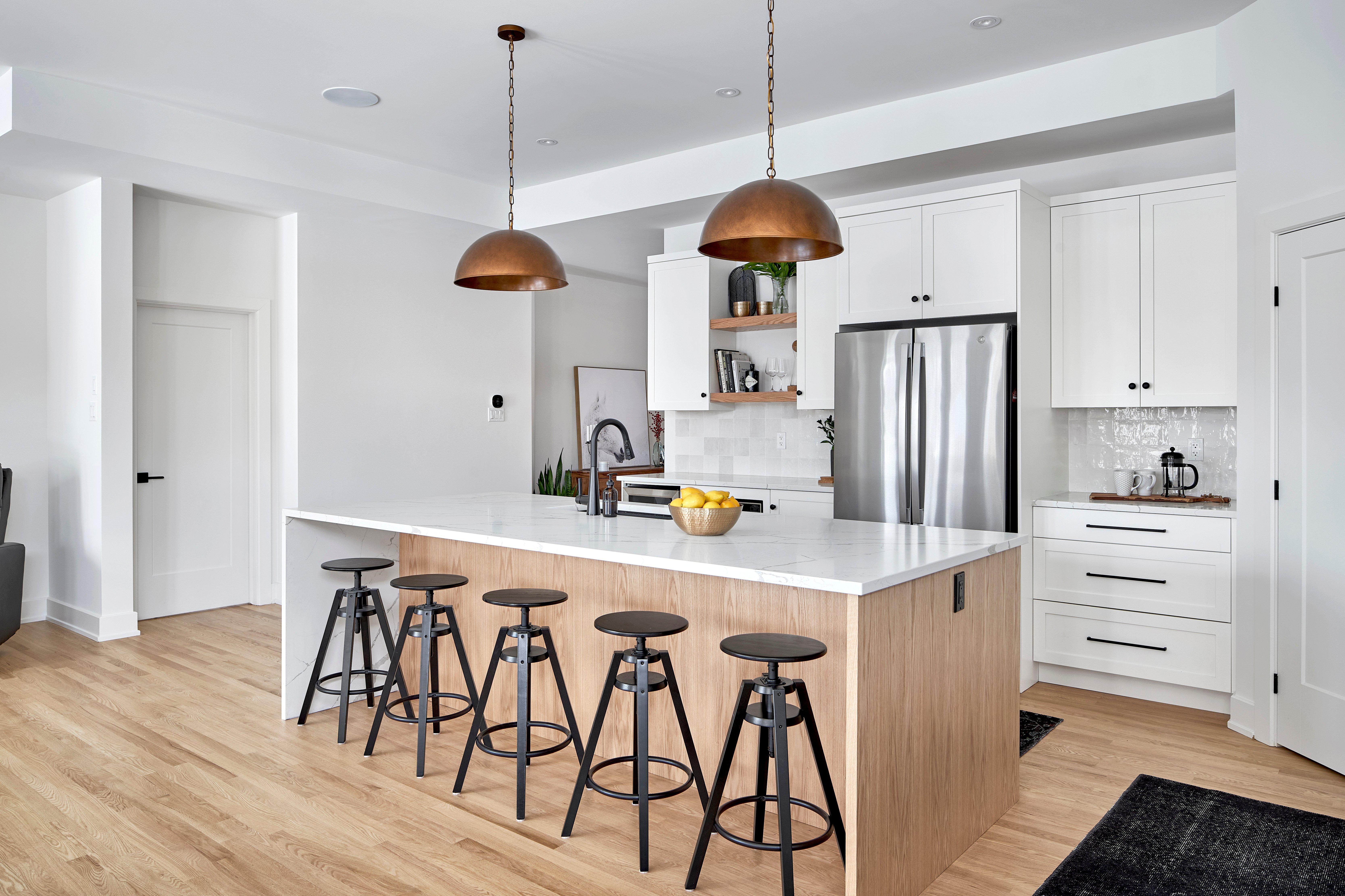 A transitional kitchen design